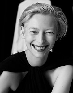 NEAT PICTURE OF TILDA SWENSON.....DON'T USUALLY SEE HER SMILING SUCH A BIG FUN SMILE.........ccp