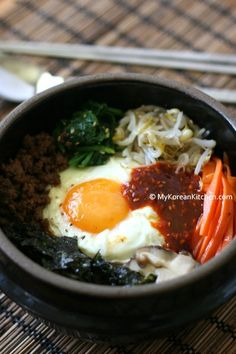 Bibimbap (Korean Mixed Rice with Meat and Assorted Vegetables). I love Korean chili paste. I can't really have bibimbap without it. Asian Recipes, Beef Recipes, Cooking Recipes, Healthy Recipes, Ethnic Recipes, Sushi, Korean Kitchen, Korean Dishes, Korean Rice