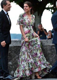 Carlota Casiraghi, el estilo de una 'royal' impecable a partir de los 30 Day Dresses, Nice Dresses, Evening Dresses, Summer Dresses, Formal Dresses, Floral Fashion, Look Fashion, Fashion Dresses, Looks Party