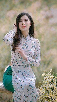 Best 12 Áo Dài Vietnam  SkillOfKing.Com #vietnam #vietnam #dress Vietnamese Traditional Dress, Vietnamese Dress, Traditional Dresses, Vietnamese Clothing, Fashion Terms, Beautiful Asian Women, Beautiful Ladies, Beautiful People, African Lace