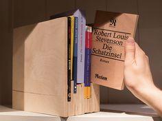 DIY-Anleitung: Bücherhalterung aus Multiplex-Platten bauen via DaWanda.com