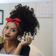 """""""BOA TARDE AMORES, o vídeo de ontem foi sobre penteados c bandana, vai perder as… Curly Hair Tips, Hair Dos, Curly Hair Styles, Natural Hair Styles, Bandana Hairstyles, Afro Hairstyles, Pretty Hairstyles, Super Hair, Big Hair"""