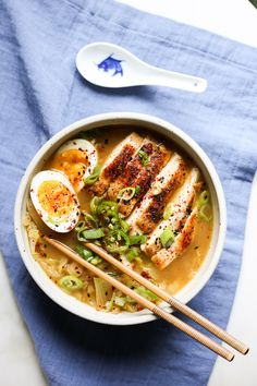 A delicious and easy take on ramen noodles that is and paleo approved! Paleo Whole 30, Whole 30 Recipes, Whole 30 Soup, Whole 30 Lunch, Clean Eating, Healthy Eating, Healthy Food, Healthy Ramen, Ramen Recipes