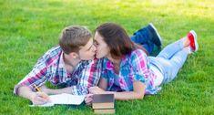 Le relazioni sentimentali nell'adolescenza a cura di Marianna Pasquini Picnic Blanket, Outdoor Blanket, Blog, Psicologia, Blogging, Picnic Quilt