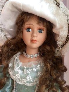 Парижанка-Фарфоровая кукла