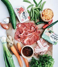 Korealainen barbecue on korealainen versio grillijuhlista. Korealaisessa keittiössä yleensä kaikki ruoat on kerralla pöydällä ja tarjolla on laaja kattaus erilaisia lihoja, tofua, kasviksia, kastikkeita, sekä tietysti fermentoitua kaalisalaattia eli kimchia. (Food By Twins)