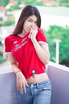 Hot Football Fans, Football Girls, Football Outfits, Sexy Asian Girls, Beautiful Asian Girls, Liverpool Girls, Burmese Girls, Lennon And Mccartney, Motorbike Girl
