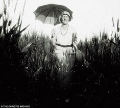 Agatha Christie: The strange case of her secret photo album Agatha Christie, Secret Photo, Guinness Book, Miss Marple, Best Authors, Hercule Poirot, Best Mysteries, Album Photo, Life Photo