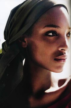 "furples: "" Jourdan Dunn by Mario Testino for Vogue UK March 2011 "" Jordan Dunn, Fashion Models, Fashion Beauty, Karmen Pedaru, Mario Testino, Vogue Uk, Belleza Natural, Make Art, African Women"
