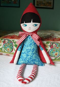 This little doll is sweet. from mmmcrafts by Larissa Holland