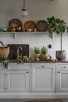 Why is Scandinavian kitchen design so popular? To begin with, homeowners are exempt .Why is Scandinavian kitchen design so popular? For starters, homeowners free their kitchens from excess material to maximize functionality. In traditional Scandinavian Minimalist Kitchen, Minimalist Decor, Minimalist Bedroom, Minimalist Interior, Interior Modern, Minimalist Furniture, Minimalist Wardrobe, Minimalist Living, Modern Minimalist