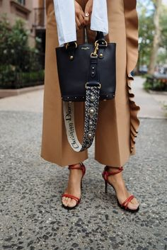 9 Designer Bags Worth the Investment - Best Designer bags / fashion week street style - Unique Handbags, Stylish Handbags, Popular Handbags, Fashion Handbags, Fashion Bags, Womens Fashion, Cheap Handbags, Cheap Purses, Fashion Purses