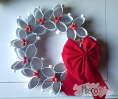 In this DIY tutorial, we will show you how to make Christmas decorations for your home. Paper Ornaments, Diy Christmas Ornaments, Holiday Crafts, Christmas Wreaths, Toilet Paper Roll Art, Toilet Paper Roll Crafts, Cardboard Crafts, Paper Towel Roll Crafts, Toilet Roll Craft