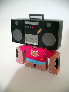 Niño cabeza de radio by Sopa Diseño, via Flickr Paper Toys, Character Design, Illustration, Blog, Robots, Chile, Female Dwarf, Robotics, Illustrations