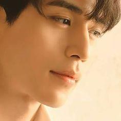 Going gaga over Grim Reaper here. Lee Dong Wook looks hot! Asian Actors, Korean Actors, Lee Dong Wok, Goblin Kdrama, Kurotsuki, Kim Go Eun, Gong Yoo, Kdrama Actors, Korean Artist