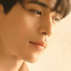 Going gaga over Grim Reaper here. Lee Dong Wook looks hot! ;)