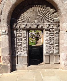 Taken by & shared by Charlotte Dodgeon @crdodgeon73 Old door, Exeter Cathedral close
