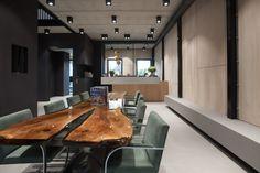 De tafel in de wachtkamer - Orthodontistenpraktijk Huizen