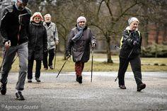 Franek i jego wędrówki: Nordic walking - najpopularniejszy sport wśród sen...