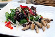 Mixed salad with marinated mushrooms, red pepper and grated gruyere cheese with balsamic vinaigrette flavored with thyme. Marinated Mushrooms, Stuffed Mushrooms, Stuffed Peppers, Greek Recipes, Wine Recipes, Gruyere Cheese, Red Peppers, Vinaigrette, Asparagus