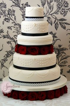Gothic Glamour Cake - YESS!!!  I saw yes to that cake...good enough to devour