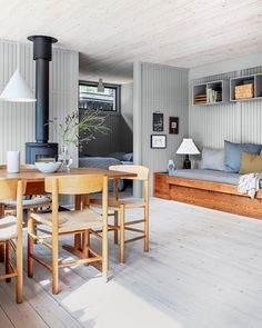 Danish Living Room, Living Room White, A Frame House, Beach Cottage Style, Piece A Vivre, Cottage Homes, Home Fashion, Style At Home, Interior Inspiration