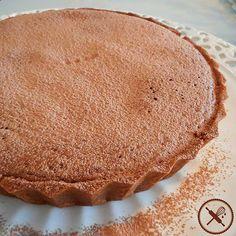 Dia friozinho como hoje merece torta de banana com caramelo e soufflé de chocolate!  Sabores deliciosamente equilibrados fica irresistível se servida quente!  Encomende a sua através do nosso Whatsapp 11 964562067 ou nosso email nuageduchocolat@gmail.com
