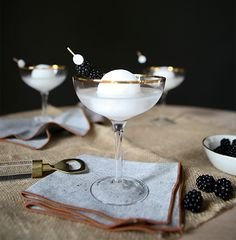 Meet your new favorite cocktail: The Full Moon Martini. Meant to mimic a full moon, this cocktail is easy to make with coconut cream and vodka! Blue Cocktails, Fancy Drinks, Gold Drinks, Summer Cocktails, Pina Colada, Frozen Yoghurt, Clean Eating Snacks, Cocktail Recipes, Gourmet Recipes