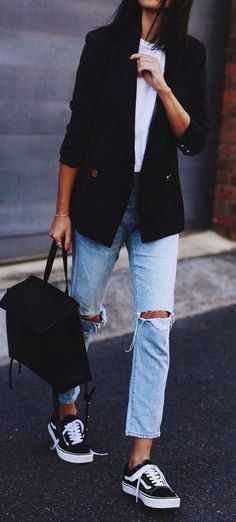 60 Casual Blazer Outfit for Women You Must Have casual blazer outfits - Casual Outfit Blazer Jeans, Outfit Jeans, Black Tshirt Outfit, Blazer Jacket, Fall Blazer, Zara Outfit, Women's Jeans, Ripped Jeans, Blazer Outfits Casual