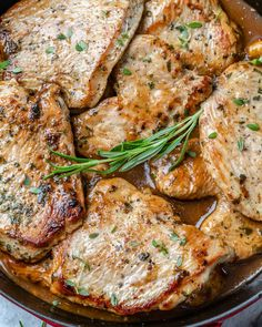 {NEW} Garlic + Herb Turkey Cutlets What are your Easter weekend meal plans? I don't blame you if it hasn't even crossed your mind, as EV. Turkey Cutlet Recipes, Cutlets Recipes, Turkey Recipes, Dinner Recipes, Turkey Chops, Turkey Cutlets, Turkey Scallopini, Clean Eating List, Sliced Turkey