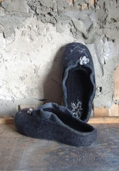 California night - charkoal black wool felted flat slippers.  Product description:  Our felt slippers are totally handcrafted of 100% pure wool with warm water, soap, love and care. The sole, made of craft foam, is firmly glued. Felted slippers are extremely solf, light, comfortable and long-wearing. It will serve you trully for long years. Each pair of slippers is whole-felted and is handmade. None of the manifacturing techniques are being used. Thus your slippers will be unique even if…