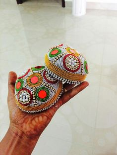 Kalash Decoration, Thali Decoration Ideas, Diwali Decorations, Indian Wedding Decorations, Basket Decoration, Handmade Decorations, Clay Crafts, Arts And Crafts, Coconut Decoration