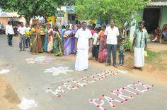 The people of Panapuram greeting the Partex ambassadors