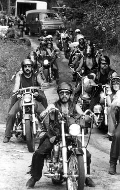 The Outlaws leave for a funeral in Tallahassee, Florida 1979 - by Thurston, George. Motorcycle Posters, Motorcycle Clubs, Biker Clubs, Vintage Bikes, Vintage Motorcycles, Hells Angels, Easy Rider, Black And White Pictures, Black White
