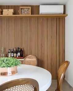The charm and versatility of the slatted panel – Carolina Nogueira Studio – Famous Last Words Interior Decorating Styles, Decorating Small Spaces, Decor Interior Design, Townhouse Interior, Room Partition Designs, Rustic Industrial Decor, Homemade Home Decor, Studio Apartment Decorating, Home Decor Colors