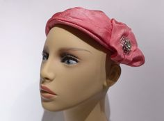 Sweet vintage hat and it's a pink pillbox fashion hat! Perfect for you as a wedding guest and for graduations and special events!