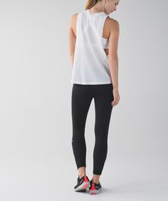 LOVE <3 especially the zip pocket. Our favourite run crops just got longer! We took everything we love about the Inspire Crop and made them into 7/8-length pants to cover more skin when we hit the ground running. The secure leg pockets let us stash our essentials, and hidden reflectivity helps us shine bright in low light. Bring on the night!