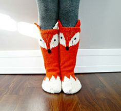 Keep those little toes warm but cute with these Little Foxy Socks! Cute pattern adds some wow factor to a must have fall accessory for all kids. With changing the colours you can turn the Little Foxy Socks into Little Raccoon socks :)