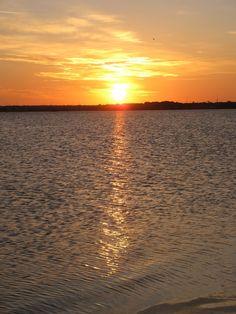 Sunrise at Dunedin Causeway, Florida, USA Visit Florida, Florida Vacation, Florida Beaches, Florida Usa, School Vacation, Annual Leave, Honeymoon Island, New Year Fireworks