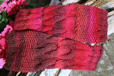 Armstulpen Stulpen handgestrickt Zopf Wolle rot pink von hemstickat