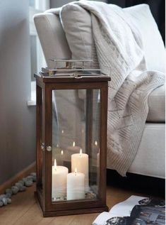 Candles sexy bedroom ideas: everything you need for a romantic bedroom. Romantic Bedroom Design, Romantic Master Bedroom, Master Bedroom Design, Warm Bedroom, Tall Lanterns, Floor Lanterns, Sweet Home, Cute Apartment, Deco Design