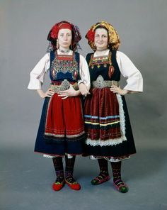 Two variation of a woman's costume from Metaxades in the Evros region of Thrace. Both Karoti and Metaxades sleeveless dresses have openings for breast feeding (early Greece Costume, Costume Ethnique, Empire Ottoman, Folk Costume, Historical Costume, Ethnic Fashion, Traditional Dresses, Dance Costumes, Folklore