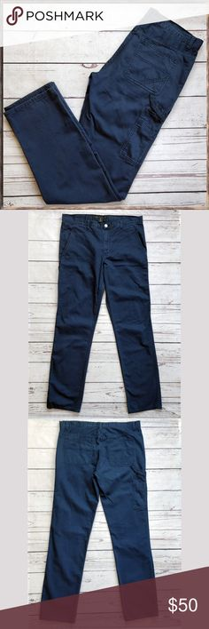 """MARC BY MARC JACOBS Men's Cargo Pants Chinos, 34 This is a pair of men's Marc by Marc Jacobs pants in excellent condition. Slim fit; thigh pocket. Measure approximately 18 1/2"""" across waist.  If you have any questions, please let me know! Marc By Marc Jacobs Pants Cargo"""