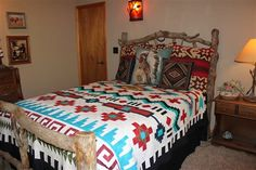 This is an original Navajo Indian blanket pattern made into a quilt by gloriaU Southwestern Quilts, Southwest Decor, Southwest Bedroom, Southwestern Style, Western Rooms, Western Decor, Native American Decor, Indian Quilt, American Quilt