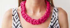 Festival Crafts | Funky Chunky #Crochet Necklace Free Pattern with T-shirt Yarn