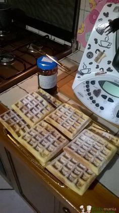 Waffel Bimby con la piastra, ecco come preparare l'impasto perfetto con il Bimby per i classici dolci del Belgio da cuocere con l'apposita piastra! Ingredienti: Lidl, Burritos, Brownie Waffles, My Favorite Food, Favorite Recipes, Pancake Muffins, Pancakes, Shot Recipes, Cake & Co