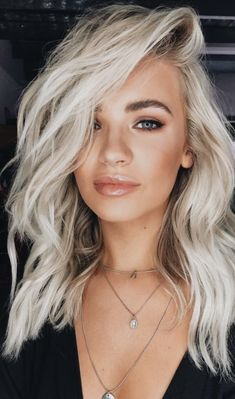 platinum hair + layered waves hair ideas + green eyes makeup ideas + natural makeup and how to do a smokey eye