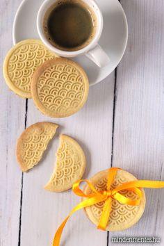 Vaníliás köleskeksz: könnyen és gyorsan elkészül ez a cukor-, glutén-, tejtermék-, tojás-, cukormentes, IR-barát, vegán keksz. Kávé mellé vagy útravalónak. Paleo Sweets, Sugar Free Desserts, Paleo Dessert, Dessert Recipes, Sin Gluten, Crossfit Diet, Galletas Cookies, Just Eat It, Gf Recipes