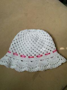 Virkattu hattu pienelle tytölle