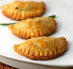 Vẫn như công thức của món bánh gối mặn nhưng trong bài viết này Ad giới thiệu nhân bánh chay từ rau củ và nấm nhé. Chuẩn bị những nguyên liệu sau: Phần bánh: – 300g bột mì – 110g Read more…